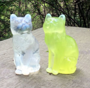 Mosser sitting cat figurines